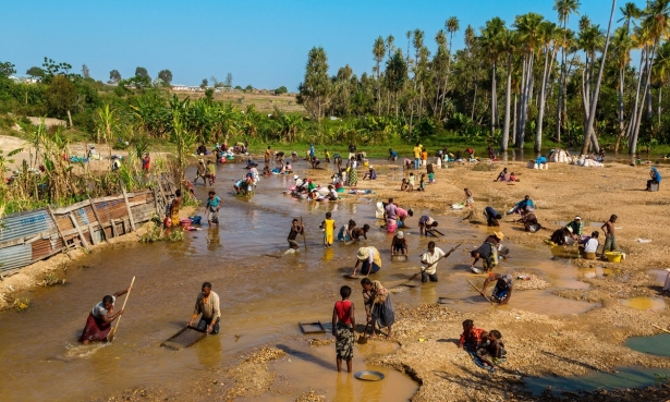 Artisanal gold mining: Madagascar's goes green and golden
